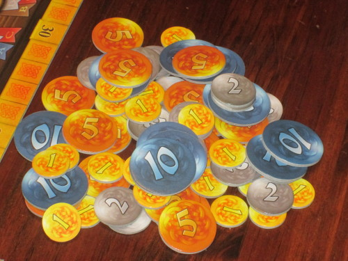 The coins in Isle of Skye are differentiated by color and size. It is easy to see prices across the table.
